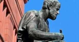 بين العبارة الادبية والإشارة الفلسفية ماذا تختار؟ – بقلم روزي زغيب